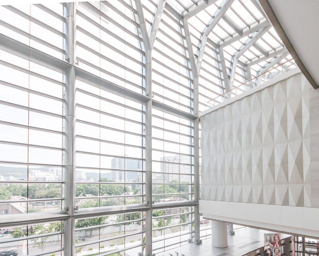 34大连恒隆广场-玻璃幕墙与室内关系