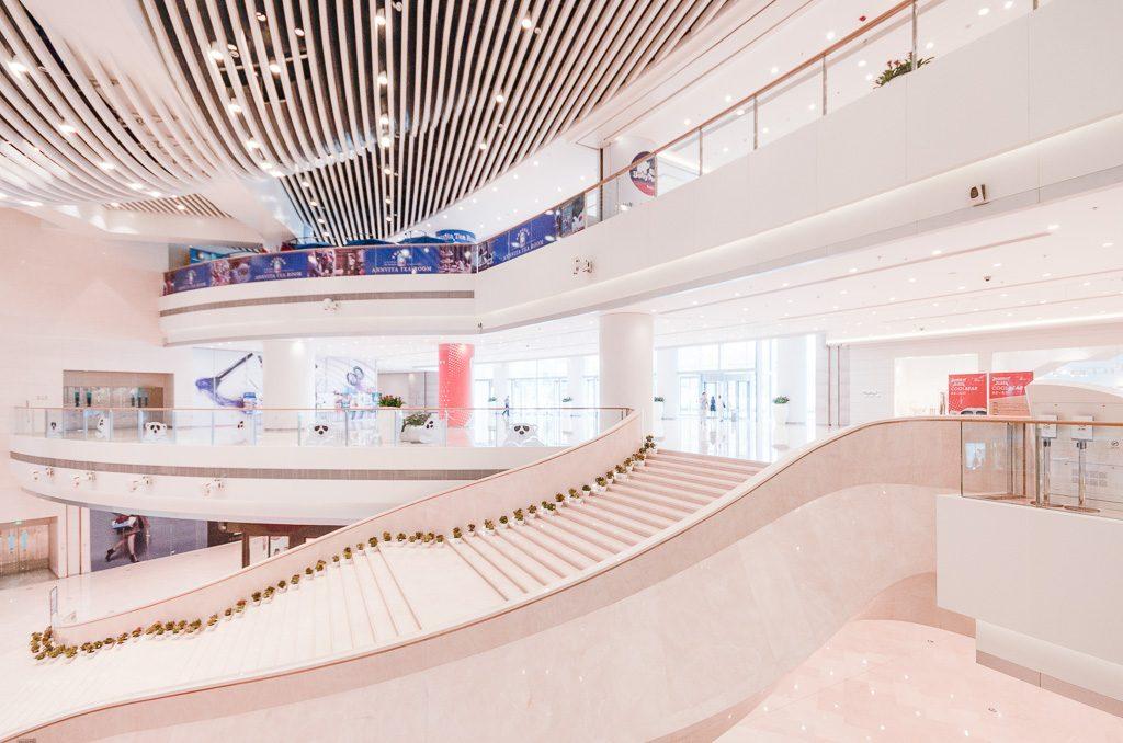 36大连恒隆广场-大型曲线步梯
