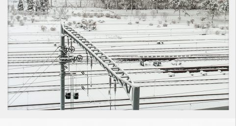 火车道雪景.